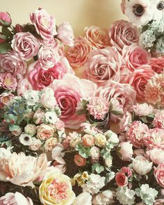 My world of paper flowers - Christine paper design Paper Peonies, Paper Roses, Giant Paper Flowers, Faux Flowers, Paper Floral Arrangements, Bandeja Bar, Bouquets, Tinta Spray, Shabby Chic Colors
