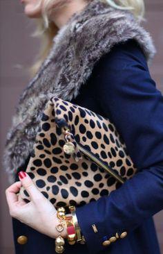 The leopard Clare Vivier foldover clutch and fur collar Estilo Fashion, Look Fashion, Fashion Bags, Womens Fashion, Fashion 2018, Mode Style, Style Me, Girl Style, Athleisure