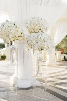 An all white wedding that's fit for a queen! Take a look to get inspired by this California wedding captured by Jana Williams Photoraphy. All White Wedding, Mod Wedding, Floral Wedding, Wedding Colors, Dream Wedding, Ivory Wedding, Glamorous Wedding Flowers, Trendy Wedding, Bridal Flowers
