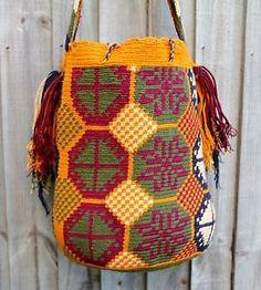 Authentic-Mochila-Wayuu-traditional-size-bag-handwoven-in-La-Guajira