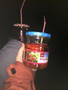 DIY! Sparkeling wine to go jars!! #DIY #sparkeling #homemade #wine #friends #jamjar #straw #jar #suckit #norway #bygdavegen #sprudl #party #whathappened #elfieselfie #hm