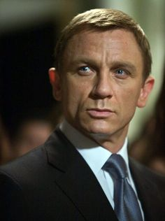 19 Reasons to Love Daniel Craig of Them Are Shirtless) Craig Bond, Daniel Craig James Bond, James Bond Characters, James Bond Movies, Rachel Weisz, Daniel Graig, Best Bond, Celebrity Dads, Celebrity Style