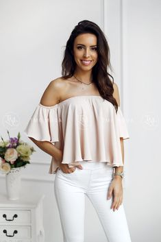 Dámska blúzka hispanka vo veľkosti UNI, vhodné pre S, M Ootd Fashion, Trendy Fashion, Womens Fashion, Brunette Woman, Off Shoulder Blouse, Modeling, Bell Sleeve Top, Vogue, Instagram Posts