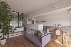 #リビング #ダイニング #キッチン #living #dining #kitchen #LDK #livingdiningkitchen #ソファ #チェア #ダイニングチェア #植物のある暮らし #室内窓 #リノベーション #EcoDeco #エコデコ #Y様邸清澄白河 Kidsroom, Home Interior Design, Divider, House Design, Furniture, Home Decor, Glass Kitchen, Bedroom Kids, Decoration Home
