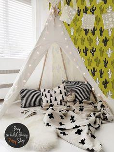 Bedroom / kids room / playroom - all white - teepee / tipi - white floor - texture / pattern - pillows - blanket / duvet - rug - light / fairy lights - bunting Deco Kids, Teepee Tent, Baby Teepee, Teepee Nursery, Play Tents, Child Teepee, Toddler Teepee, Toddler Bed, Blog Deco