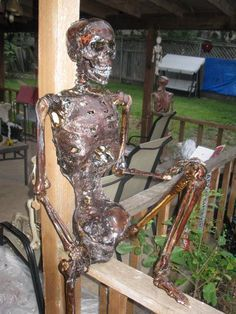 How to make a decaying skeleton