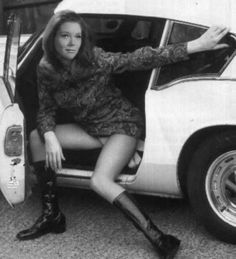 Ladies with Motors. Mrs Emma Peel of 'The Avengers' (Diana Rigg), and her 1965 Lotus Elân Series 2 Emma Peel, Avengers Girl, New Avengers, Tv Vintage, Vintage Cars, Diana Riggs, Dame Diana Rigg, Actrices Sexy, Actrices Hollywood