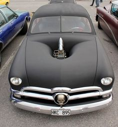 Cool Old Ford - Very Neat Hood Treatment