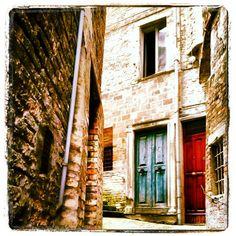 Urbino - Portoni -Photo by sonia18970