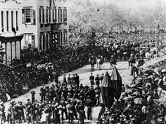 Abraham Lincoln's funeral procession in New York City, April The house on the left, on the corner of St. and Broadway, is that of Cornelius Roosevelt, and the 2 young boys looking out of the window are Teddy Roosevelt and his brother Elliott. American Presidents, American Civil War, American History, Mystery Of History, World History, Old Pictures, Old Photos, Vintage Photos, Abraham Lincoln