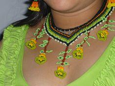 tejido con mostacilla checa, artesania autoctona de la comunidad emberá-chamie...Colombia
