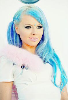 Kerli's blue hair