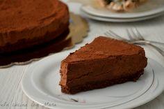La torta fredda con mousse al cioccolato, un tripudio di golosità che gli amanti del cioccolato e non solo non potranno non apprezzare.