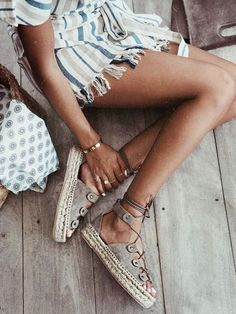Casual Boheme style // suede sandals bohemian Mundo Fashion, Boho Fashion, Fashion 101, Women's Summer Fashion, Spring Fashion Trends, Fashion Ideas, Latest Fashion For Women, Fashion Outfits, Ladies Fashion