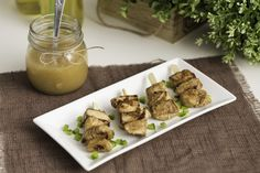 pinchos de pollo con salsa de manzana