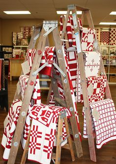 Ladders to display quilts - I want one!