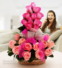 Flores para Colombia - Dia de la mujer-Para tu pareja Altar Flowers, Fake Flowers, Exotic Flowers, Amazing Flowers, Silk Flowers, Valentine Flower Arrangements, Creative Flower Arrangements, Floral Arrangements, Cemetery Flowers