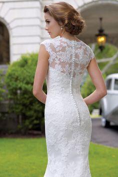 Vintage lace wedding Dress By / davidtuteraformoncheri.com