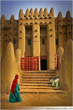 Architecture in Djenne, Mali. I have always wanted to go to Mali! Out Of Africa, West Africa, Places To Travel, Places To See, Beautiful World, Beautiful Places, Les Continents, Place Of Worship, Africa Travel
