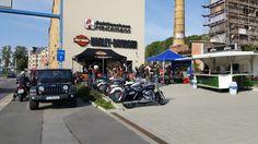 Schloz Wöllenstein mit Jeep® zu Harley® on Tour. Vergangenen Samstag konnten die Besucher die beiden uramerikanischen Fahrzeugikonen zusammen erleben.