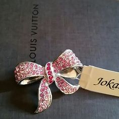 Adorable Brooch Gorgeous silver and pink.   Be back after a bit guys. #Designer jewelry #designer silver Jokara Jewelry Brooches