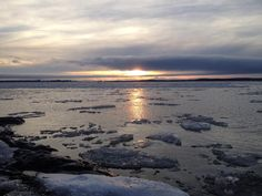 Ice chunks float by shores of Lake Champlain in Milton Sat. 1/12 as a result of Jan. thaw. #btv #vermont #winter pic.twitter.com/xzAd2ClU