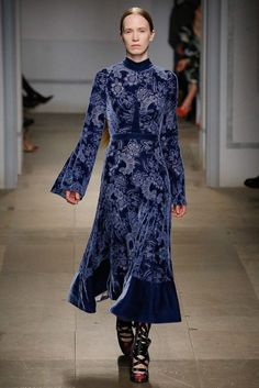 Erdem Fall 2017 Ready-to-Wear Fashion Show See the complete Erdem Fall 2017 Ready-to-Wear collection. Fashion 2017, Runway Fashion, Fashion Show, Womens Fashion, Fashion Design, Female Fashion, Modest Fashion, Hijab Fashion, Fashion Outfits