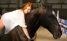 Mika (Hanna Binke) and Ostwind. Beautiful Redhead, Beautiful Horses, Animals And Pets, Cute Animals, Horse Dance, Riding Stables, Horse Girl Photography, Black Stallion, Pose Reference Photo