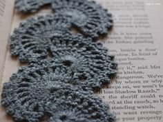 Crochet bookmark - free pattern (adapted from an existing one)