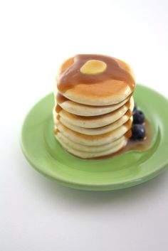 Towering Stack of Pancakes Food For American Girl by pippaloo - American Girl Dolls Cute Polymer Clay, Polymer Clay Dolls, Polymer Clay Crafts, American Girl Food, American Girl Crafts, American Dolls, Tiny Food, Fake Food, Muñeca Diy