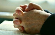 W Kościele Katolickim mamy kilku świętych, u których możemy prosić o wstawiennictwo w sprawach związanych z naszym domowym budżetem. Jednak to jeden z apostołów jest w stanie wyprosić nam u Boga pomoc w tej sprawie! Choć wiara katolicka zakłada skromne życie i nie epatowanie bogactwem – co między innymi zawiera się w Cura Interior, Learning To Pray, Sermon Series, Daily Wisdom, Answered Prayers, Praying Hands, Power Of Prayer, Lord's Prayer, Believe In God