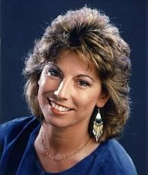 Helen Rollason, BBC Sports Presenter who sadly died from cancer in RIP. In May 1990 she became the first woman to present BBC Grandstand. Medium Layered Hair, Short Hair With Layers, Medium Hair Cuts, Short Hair Cuts For Women, Long Hair Cuts, Medium Hair Styles, Curly Hair Styles, Short Hair Makeup, Blonde Hair Makeup
