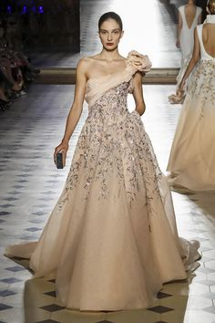 Find tips and tricks, amazing ideas for Tony ward. Discover and try out new things about Tony ward site Style Couture, Couture Fashion, Runway Fashion, Fashion News, Tony Ward, Prom Dress Couture, White Wedding Gowns, Beautiful Gowns, Dream Dress
