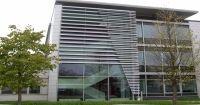 Nasza główna współpraca opiera się na firmie Renson®, gdzie aktualnie firma ta kojarzona jest, jako wiodący europejski lider w zakresie innowacyjnego rozwijania systemów naturalnej wentylacji i ochrony przeciwsłonecznej.
