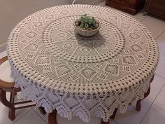 crocheting tablecloths | handmade doilies and tablecloths