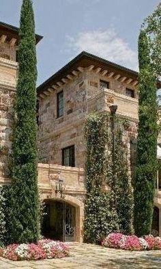 Tuscan design – Mediterranean Home Decor Mediterranean Style Homes, Mediterranean Architecture, Tuscan House, Italian Villa, Tuscan Decorating, Tuscan Style, Stone Houses, Exterior Design, Exterior Homes