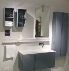 Anche la linea Scavolini Bathrooms in mostra allo Scavolini Store di Rivoli. Nella foto, la composizione Lagu