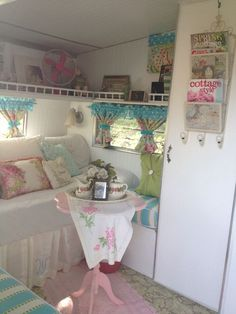 Caravan Makeover 630363279081396344 - Ideas for shasta camper remodel shabby chic Source by rnentzel Vw Caravan, Retro Caravan, Retro Campers, Camper Trailers, Happy Campers, Vintage Campers, Caravan Ideas, Vintage Motorhome, Camper Hacks