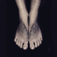 15 Stunning Pointillism Tattoo Pointillism tattoos are the heirs of two different types of arts. Dot Tattoos, Black Ink Tattoos, Body Art Tattoos, Sleeve Tattoos, Abstract Tattoos, Dot Work Tattoo, Tatoos, Tattoo Bein, Tattoo You