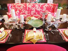 love the Lilly Pulitzer tablescape ...especially the coral ...