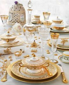 Ultimate Luxury Tableware from Thomas Goode Gold tea set? Ultimate Luxury Tableware from Thomas Goode Gold tea set? Fine Dining, Dining Table, Deco Studio, Beautiful Table Settings, Elegant Dining, Dinner Sets, China Patterns, Dinnerware Sets, Deco Table