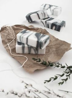 This DIY marbled soap will be a great gift for the girl friends.