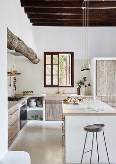 Ein Stadthaus gen Mallorca solange bis Haus Majorque one Küchen Design, Design Case, House Design, Design Interior, Ibiza Style Interior, Rustic Design, Rustic Kitchen, Kitchen Decor, Kitchen Hacks