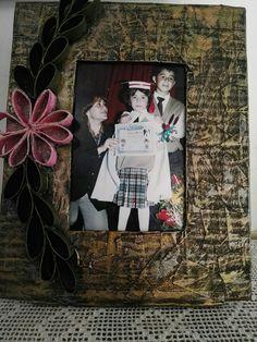 Porta Retrato, en cartón, imitación metal, decorado con tubos de papel higiénico!!!