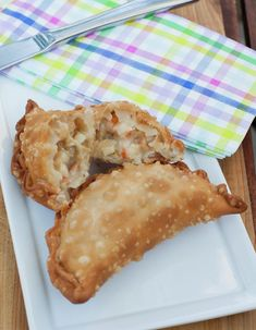 Seafood Empanadas are usually bought on small stands by the beaches in Chile. Manjar Blanco Recipe, Milk Recipes, Cooking Recipes, Chilean Recipes, Chilean Food, Minis, Peruvian Chicken, Chili, Ceviche Recipe