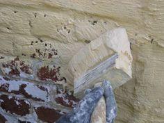 Hoe te kaleiën - https://tintelijnblog.wordpress.com/2012/06/01/tip-6-hoe-je-gevel-of-tuinmuur-kaleien/
