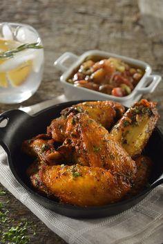 Comparte con tu familia y amigos estás ricas alitas de pollo mediterráneas con aderezo de tomate rostizado. Son perfectas para la botana o para una comida casual. Son muy fáciles de hacer y quedan deliciosas.