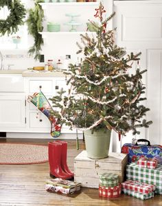 Holiday time usually means more time — and more people — in the kitchen cooking and baking. A small tree introduces Christmas spirit without getting in the way. Green hobnail glass and kitchen utensils from the '40s and '50s inspired the mint green and cherry red palette of this tree. Hang utensils amid homespun touches such as popcorn garlands and crisp gingham ribbon.