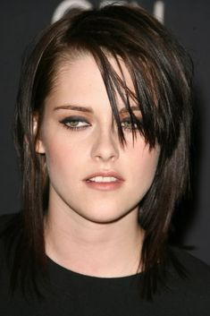 We try to deliver the best Wallpaper, photos, images, and news of Kristen Stewart. We also try to cover unique Kristen Stewart Photo Portrai. What Is Leptin, Leptin Resistance, Kristen Stewart, True Beauty, Genetics, Hair Inspo, Black Hair, Portrait, Lego House