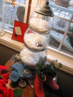 a fish bowl snowman, seasonal holiday d cor, Fish bowls in graduated sizes filled with snow and stacked Christmas Post, Gold Christmas, All Things Christmas, Winter Christmas, Winter Holidays, Christmas Ideas, Cozy Winter, Country Christmas, Winter Time